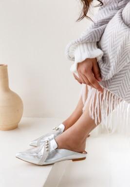 حذاء لولو الفضي بخرز ومقدمة مدببة
