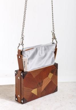 حقيبة خشبية بحمالة معدنية