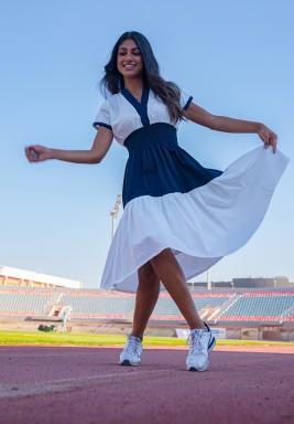 فستان إيفي أبيض وكحلي بأكمام قصيرة