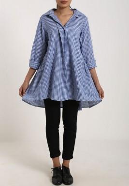قميص بنمط واسع مرقط أزرق داكن
