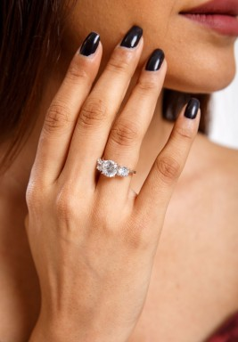 خاتم الزيرقون السويسري الأبيض