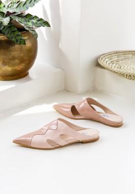 حذاء مايا نود بمقدمة مدببة