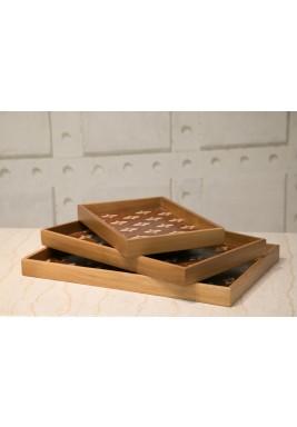 منضدة خشبية