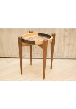طاولة دائرية صغيرة