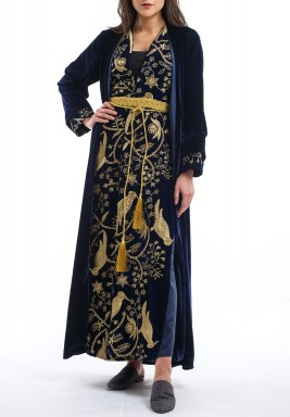 فستان كحلي مخملي مطرز بالذهبي