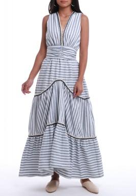 فستان أبيض وأزرق مخطط بدون أكمام