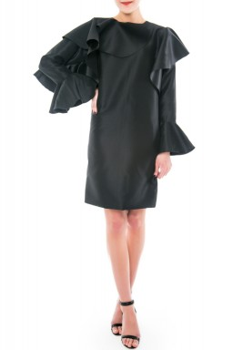 فستان أسود قصير برفرفات