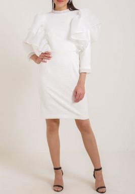 فستان أبيض برفرفات