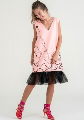 فستان مطرز حياكة يدوية مع كشكش
