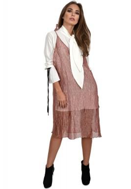 فستان من نسيج شبه شفاف يرتدى كقطعة خارجية