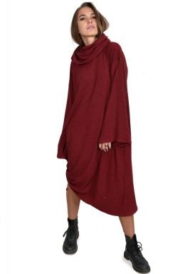 فستان محاك بياقة عريضة مع تفاصيل على الجوانب