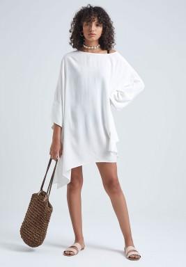 فستان أبيض كتان غير متماثل