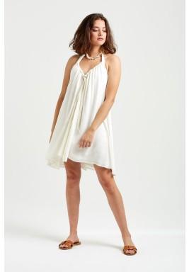 فستان أبيض بأربطة وظهر مفتوح