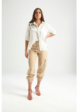 قميص أبيض مطرز بشراشيب