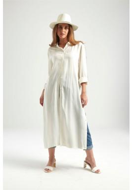 فستان أبيض بأزرار جانبية وأمامية