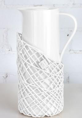 ثيرموس  أبيض  مزين بالخيوط