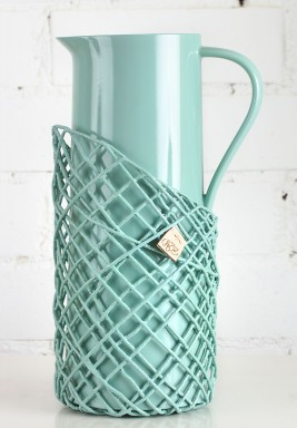 تيرموس ماء ساخن باللون الأزرق الجليدي مزين بخيوط