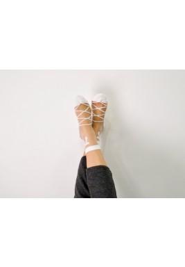 جوارب ريبيكا البيضاء بطبعة فيونكة