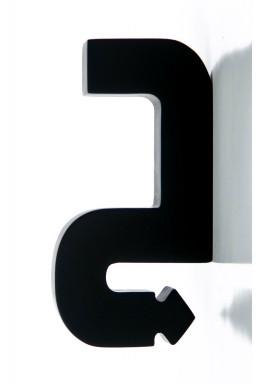 مجسم حرف جيم أسود خشبي