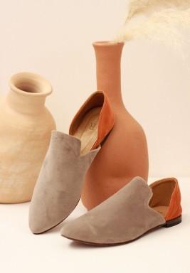 حذاء علاء الدين المخملي بالرمادي والبرتقالي