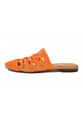 حذاء هلا البرتقالي بخام محاك يدويا
