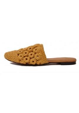 حذاء غادة خردلي فلات بحياكة يدوية