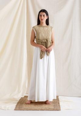 فستان أبيض وبيج