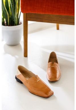 حذاء رمال التان بمقدمة مربعة