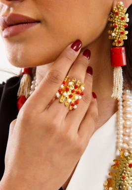 خاتم أحمر - بطلب مسبق