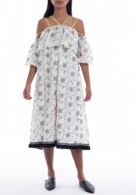 فستان أبيض وأسود مورد بشراشيب