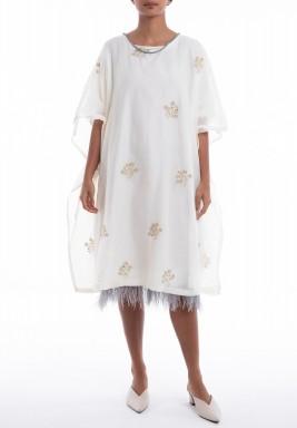 فستان ماجوركا أبيض بالريش