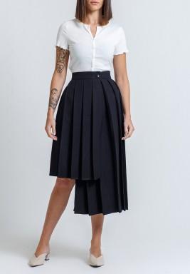 تنورة سوداء بكسرات متباينة الطول