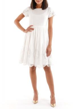 فستان أبيض مزخرف بأكمام قصيرة