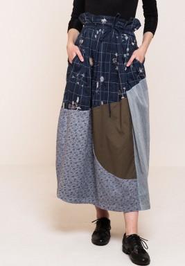 تنورة مطرزة بتصميم الملابس المرقعة من دودلاج