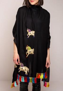 شال بطبعة حصان مرصع بالجواهر من جنوفي