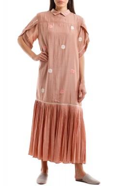 فستان وردي منقط بظهر مزرر