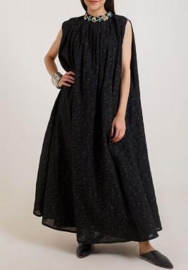 فستان عالي الرقبة
