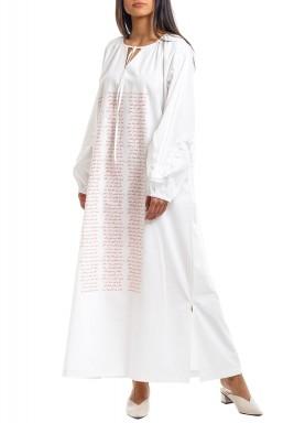 قفطان أبيض منقوش بالشعر العربي
