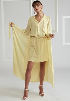 فستان أصفر مع تنورة نمط لف