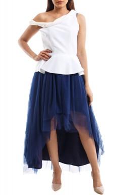 فستان أبيض وكحلي طراز بيبلوم