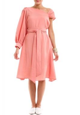 فستان وردي محزم بكم منفوش