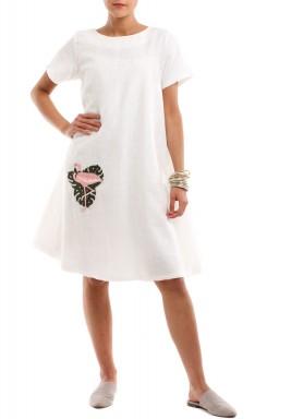 فستان أبيض قصير بتطريز فلامينجو