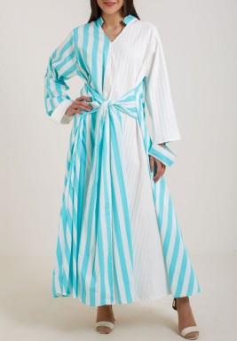 فستان أبيض وأزرق مخطط ماكسي