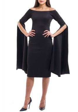 فستان أسود مكشوف الأكتاف بأكمام طويلة
