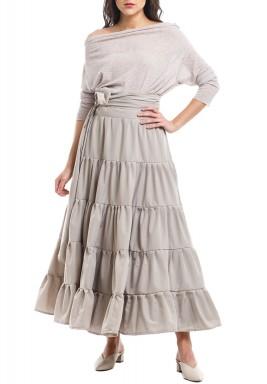 تنورة رمادية مرفرفة وبلوزة من المش - بطلب مسبق