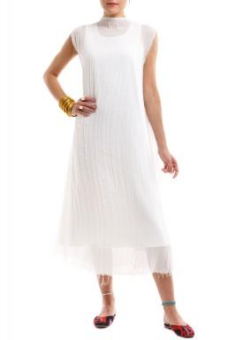 فستان ذو ثنايا