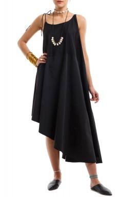 فستان الشاطئ الأسود