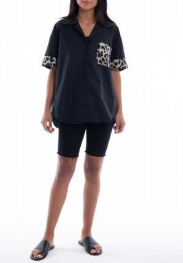 قميص أسود بتفاصيل نمرية
