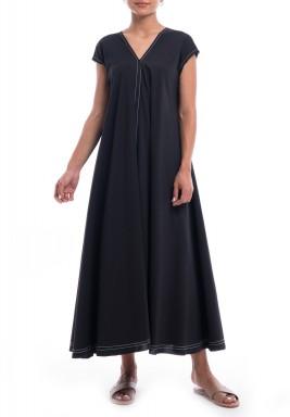 فستان أسود مطرز بأكمام قصيرة