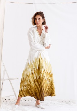 فستان أبيض وأصفر مطبوع